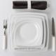 Plus communément appelée assiette de bienvenue ou sous assiette, elle peut être aussi utilisée comme assiette de table permettan