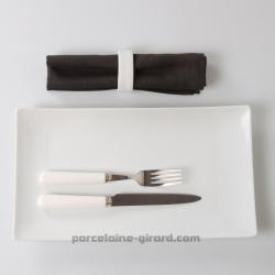 Assiette plate ou plat Design rectangulaire./Esprit japonisant et forme contemporaine pour un repas chic et sobre./