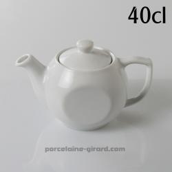 Servez votre thé avec élégance grace à cette théière./Pratique, ses deux faces plates permettent de faciliter le rangement./40cl