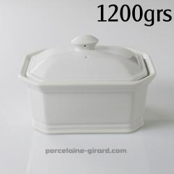 Terrine rectangulaire avec couvercle. Cette terrine en porcelaine sera idéale pour concevoir vos patés. De plus, grace à son jol