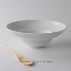 Cette assiette à pates acueille vos meilleures préparations.  Avec son fond creux, elle garde au chaud vos pennes et spaghettis.
