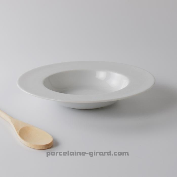Cette assiette à pâtes acueille vos meilleures préparations. /Avec son fond creux, elle garde au chaud vos pennes et spag