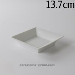 Vide poche carré, disponible en trois tailles. /Fonctionnel, il se posera partout