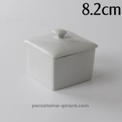 Boite à cotons carrés, peut aussi servir de boite à bijoux./Existe en deux tailles.
