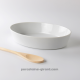 Pour une cuisine saine et respectueuse des aliments, optez pour ce grand plat en porcelaine. De forme ovale, il sera parfait pou